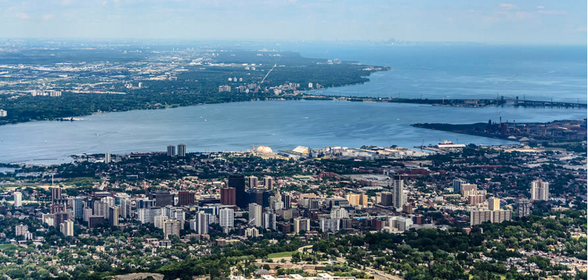 Proximity to large centres: Toronto 75 km Buffalo New-York, USA 117 km